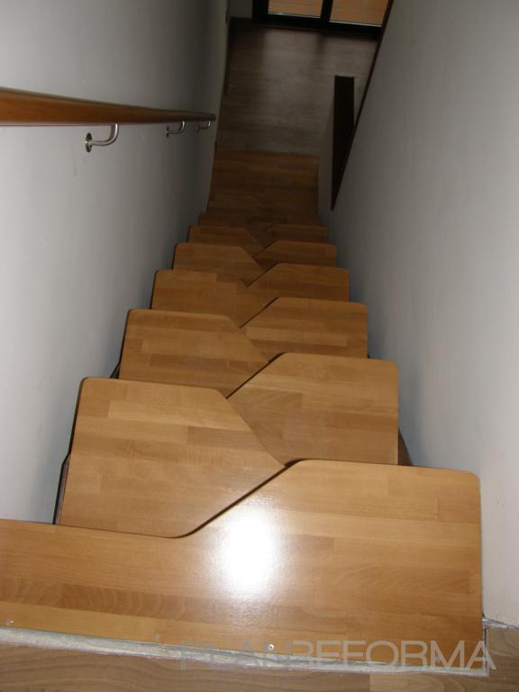 Escalera estilo moderno color amarillo for Escaleras 8 pasos
