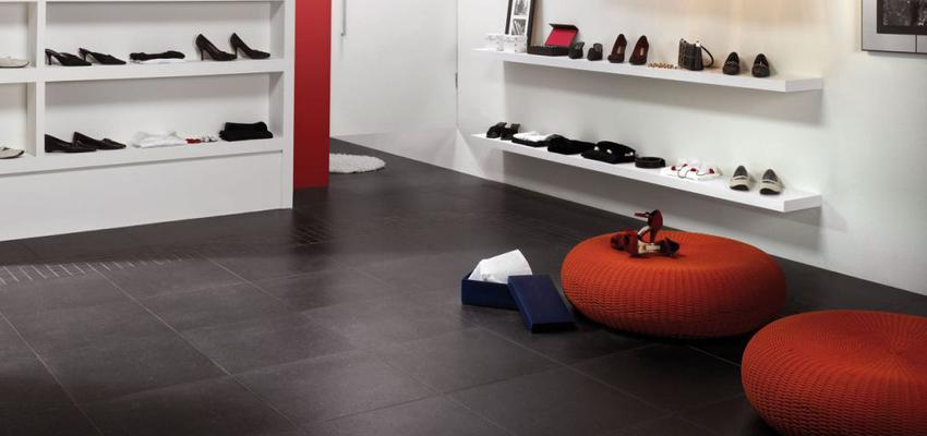 Tienda style contemporaneo color rojo, blanco, gris  diseñado por keraben | Marca colaboradora | Copyright Keraben