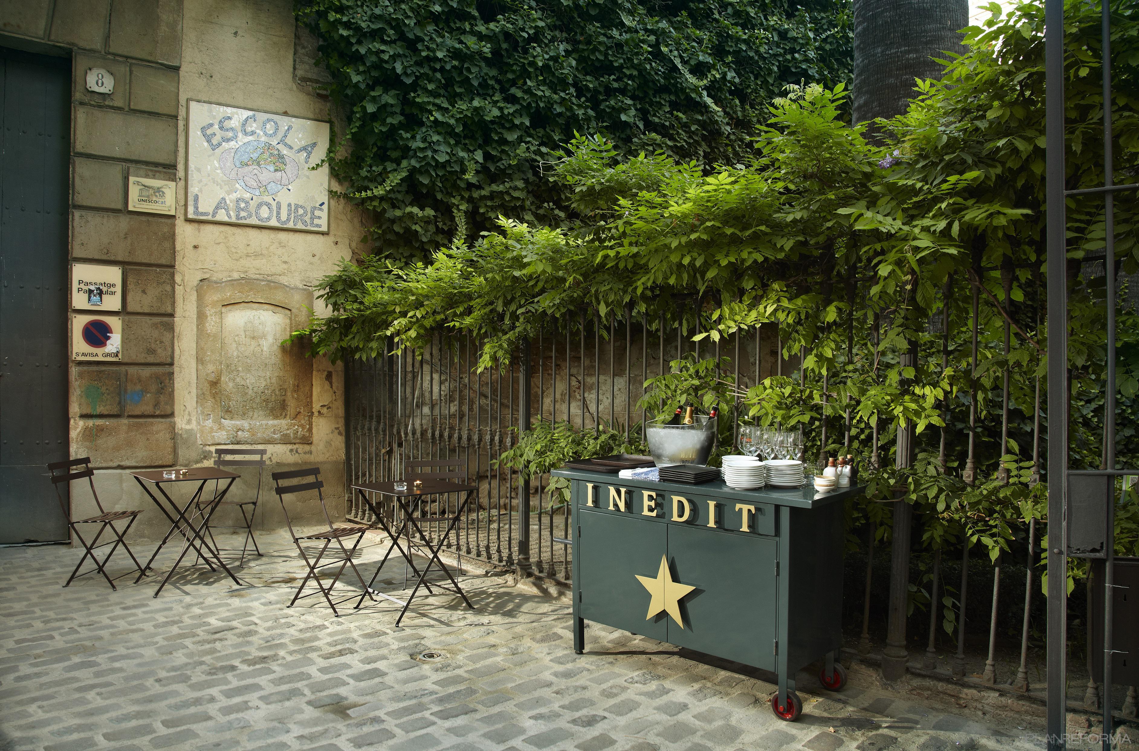 Terraza patio bar estilo vintage color verde marron negro for Terrazas vintage