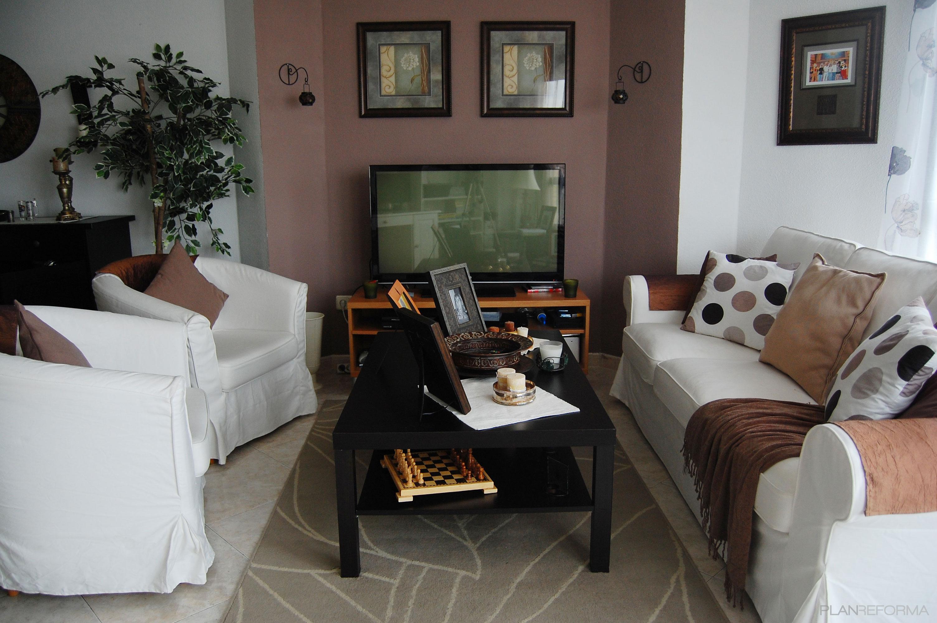 Salon style clasico color marron beige marron blanco for Salon clasico blanco