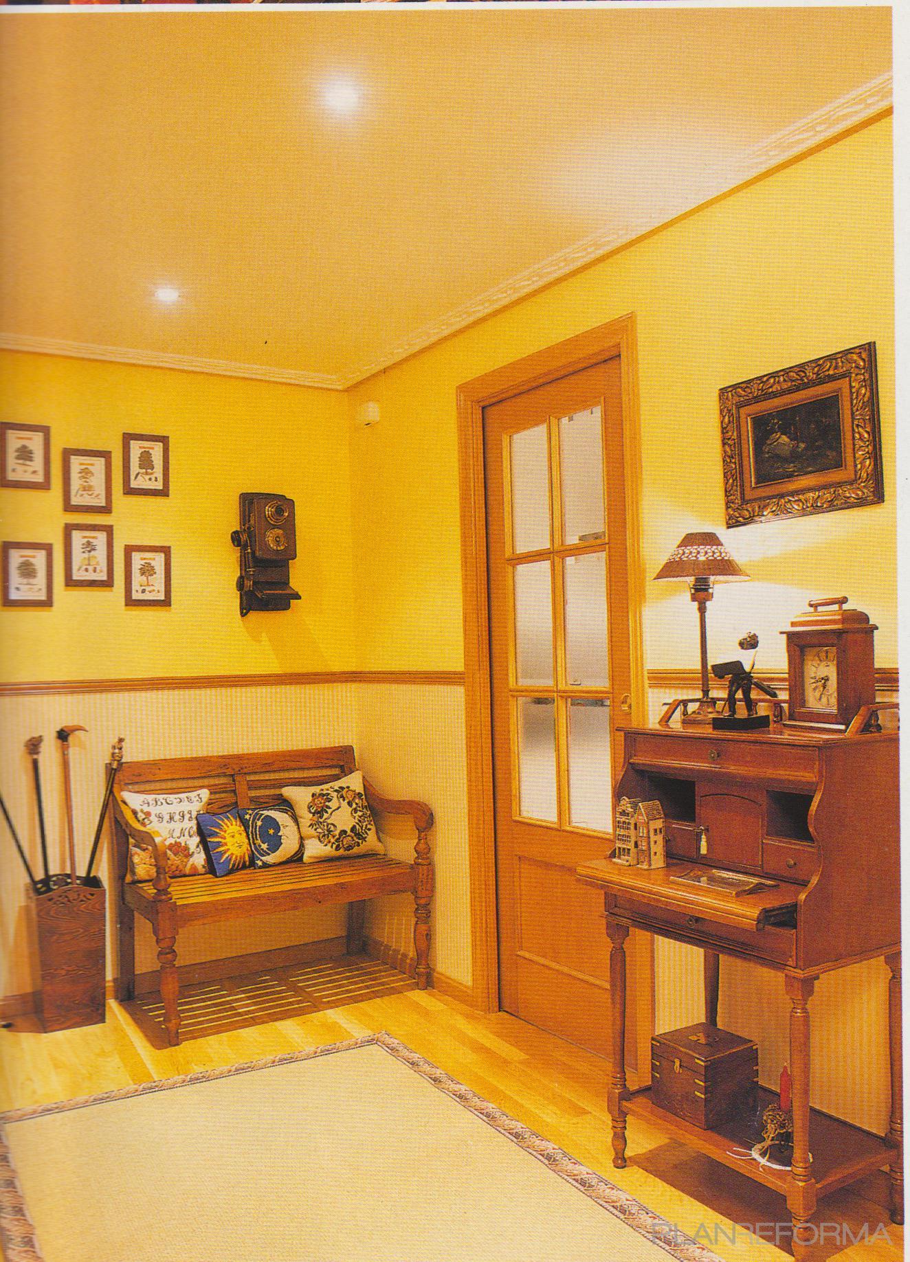 Recibidor style rustico color amarillo bronce for Interiorismo rustico