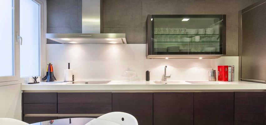 Cocina Estilo moderno Color marron, blanco  diseñado por Reformando Madrid | Gremio | Copyright Reformando Madrid
