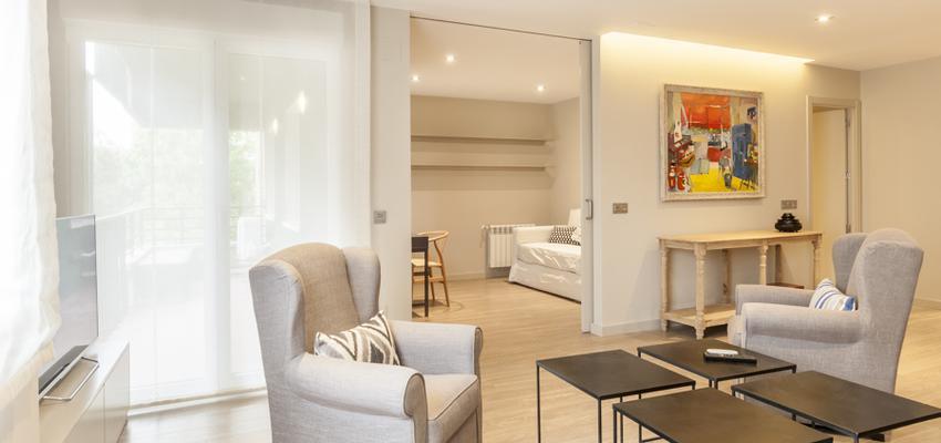 Salon Estilo moderno Color beige, blanco, gris  diseñado por Reformando Madrid | Gremio | Copyright Reformando Madrid