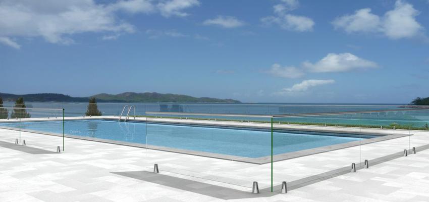 Terraza, Piscina style moderno color azul, blanco, gris, plateado  diseñado por Comenza | Marca colaboradora | Copyright Comenza