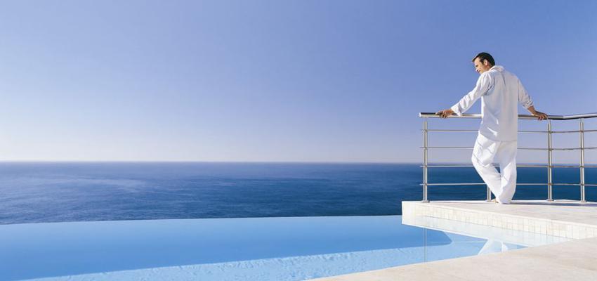 Terraza style contemporaneo color azul, blanco  diseñado por Comenza | Marca colaboradora | Copyright Comenza