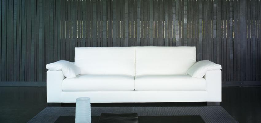 Sala de la TV style contemporaneo color blanco, gris, negro  diseñado por MUEBLES TEMASV   Marca colaboradora   Copyright Temasv