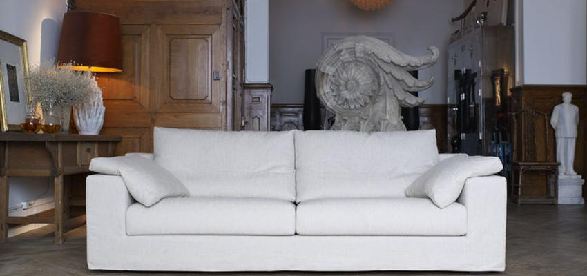 Sala de la TV style tradicional color marron, marron, blanco  diseñado por MUEBLES TEMASV | Marca colaboradora | Copyright Temasv