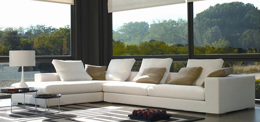 Sala de la TV style contemporaneo color marron, blanco, gris  diseñado por MUEBLES TEMASV | Marca colaboradora | Copyright Temasv
