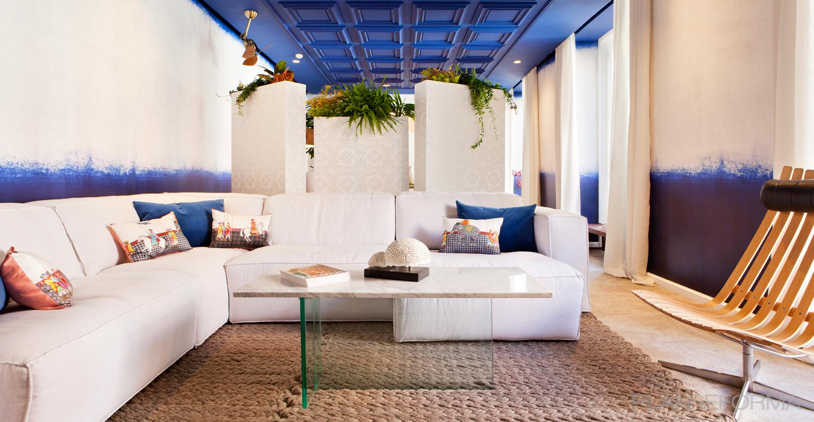 Salon estilo mediterraneo azul azul oscuro blanco - Forma interiorismo ...