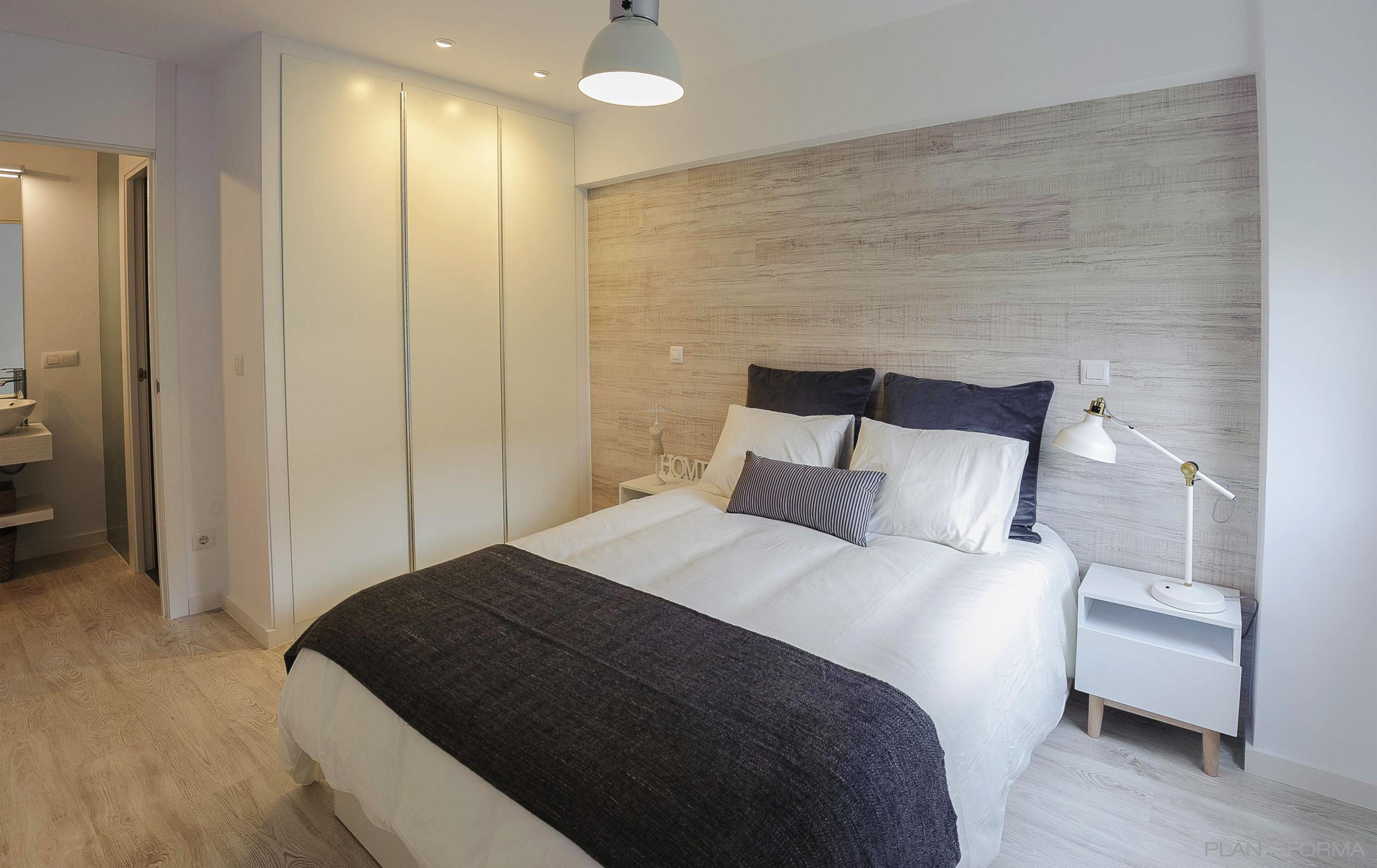 Ba o dormitorio pasillo estilo tradicional color beige for Dormitorio gris