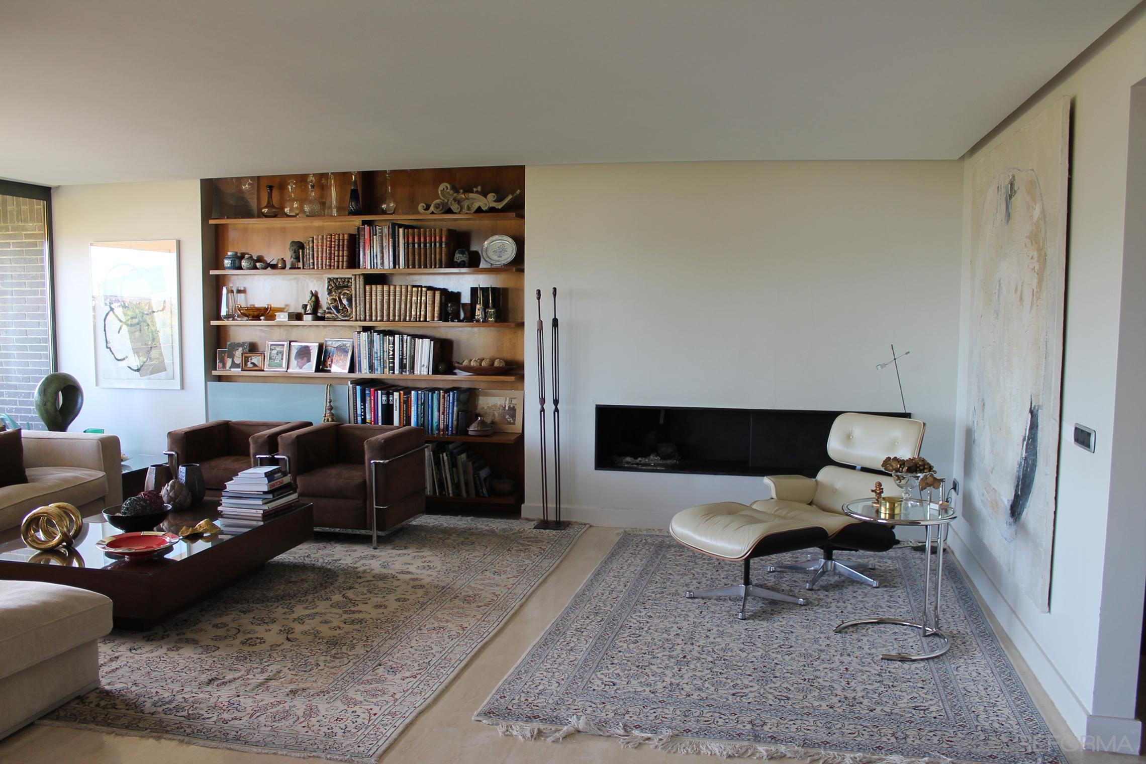 Salon style moderno color beige, marron, plateado  diseñado por C&R Arquitectura | Arquitecto