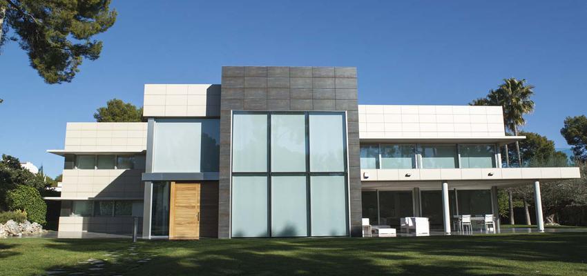 Exterior style moderno color ocre, blanco, gris  diseñado por PORCELANOSA | Marca colaboradora | Copyright porcelanosa