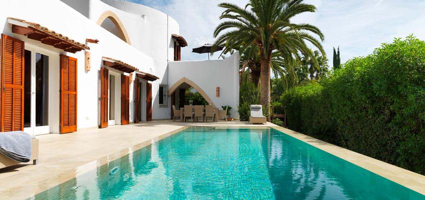 Exterior Estilo mediterraneo Color ocre, verde, turquesa, beige, blanco  diseñado por PORCELANOSA | Marca colaboradora | Copyright porcelanosa