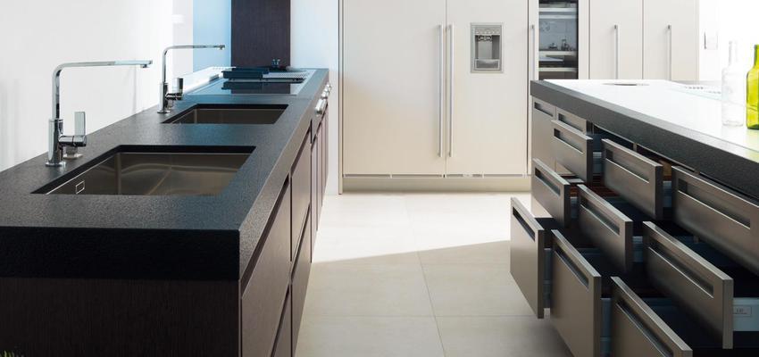 Cocina style contemporaneo color beige, gris, gris, negro  diseñado por PORCELANOSA | Marca colaboradora | Copyright porcelanosa