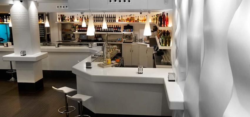 Restaurante, Bar style moderno color marron, gris, negro  diseñado por PORCELANOSA | Marca colaboradora | Copyright porcelanosa