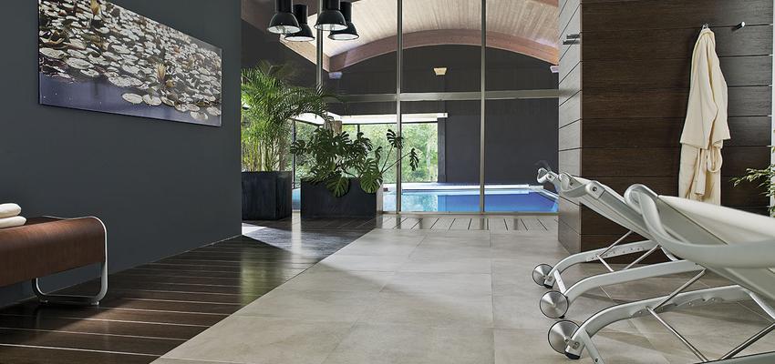 Piscina, SPA style moderno color azul, beige, marron, blanco, gris, negro  diseñado por PORCELANOSA | Marca colaboradora | Copyright porcelanosa