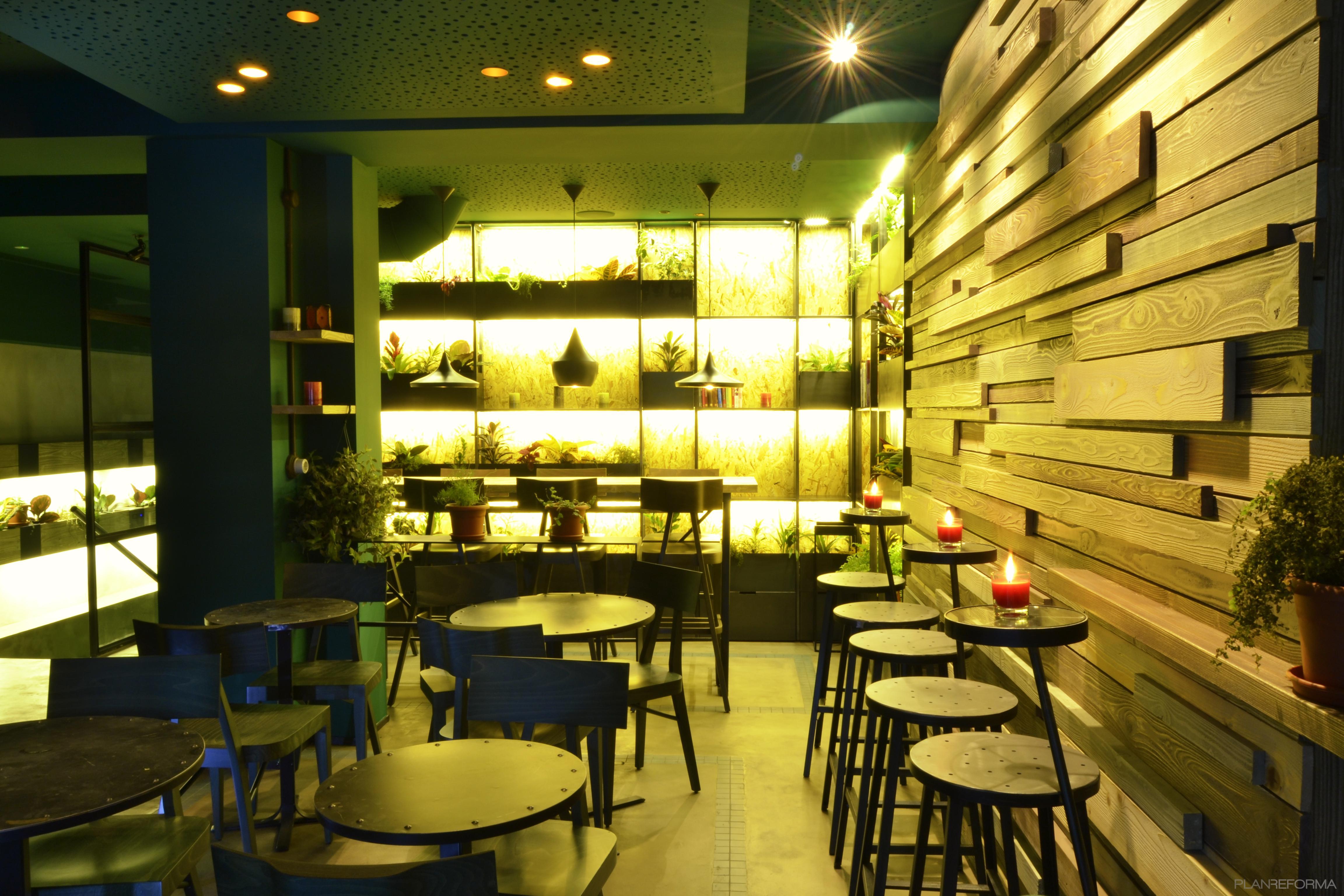 Restaurante Style Eclectico Color Verde Negro Dorado