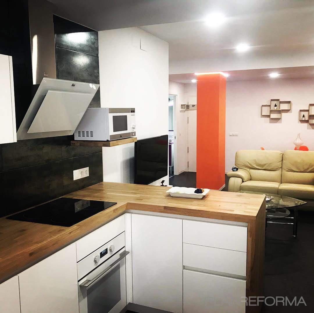 Loft Estilo moderno Color marron, ocre, blanco  diseñado por Reformas Asturmal   Gremio   Copyright Reformas Asturmal