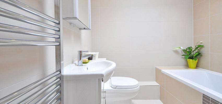 Baño Estilo moderno Color beige, blanco  diseñado por JOTPRO S.L.   Gremio   Copyright Jot Pro