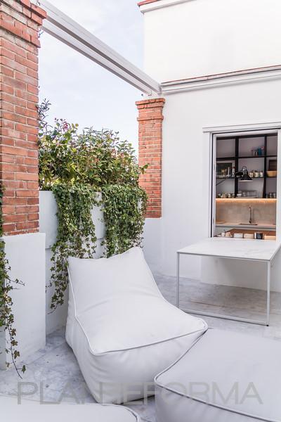 Terraza Estilo moderno Color beige, gris, gris  diseñado por MASTER PLANNER REFORMAS | Gremio | Copyright MASTER PLANNER REFORMAS