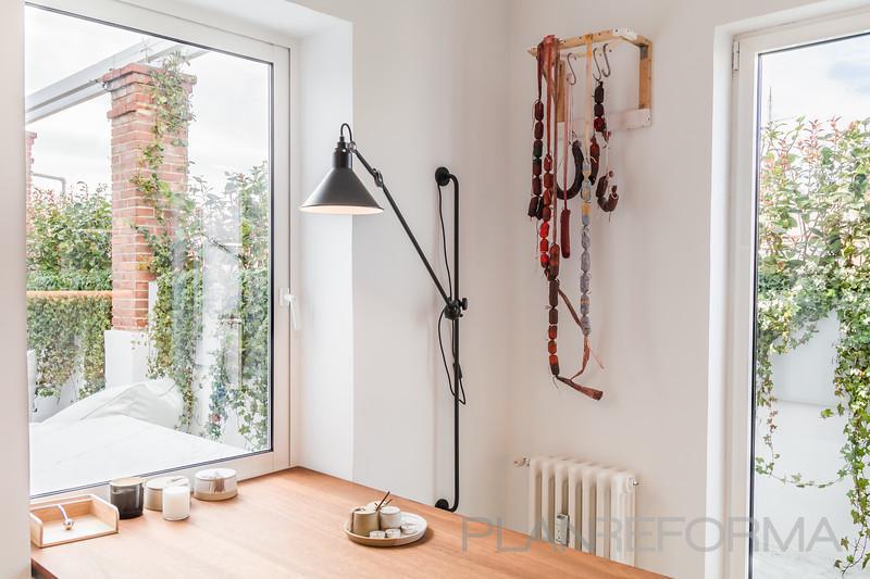 Cocina Estilo moderno Color marron, blanco, gris  diseñado por MASTER PLANNER REFORMAS | Gremio | Copyright MASTER PLANNER REFORMAS