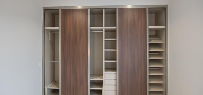 Estilo moderno Color marron, marron, beige, blanco  diseñado por REFORMADISIMO | Gremio | Copyright REFORMADISIMO