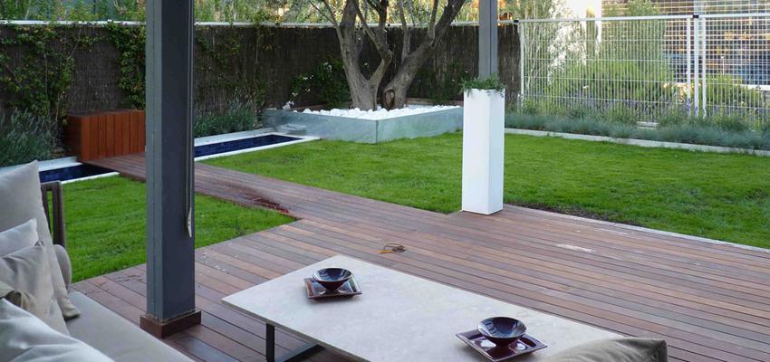 Jardin style contemporaneo color marron, blanco, gris  diseñado por Eva Vidal Mateu - Taller de Paisatge   Paisajista