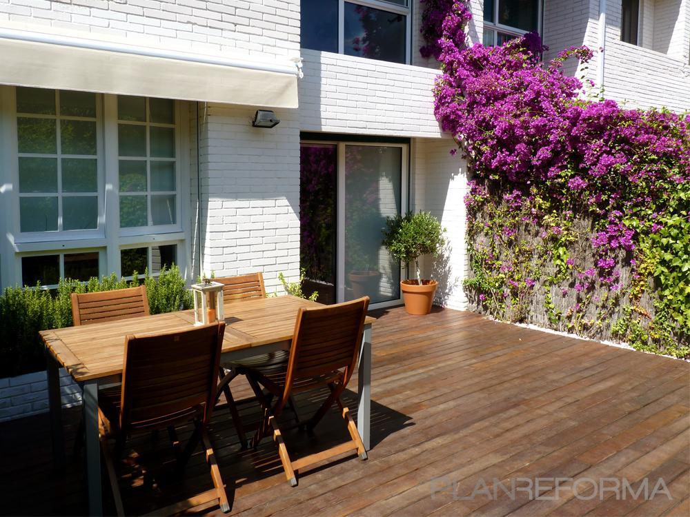 Balcon, Exterior, Jardin Estilo mediterraneo Color verde, verde, rosa  diseñado por Eva Vidal Mateu - Taller de Paisatge | Paisajista