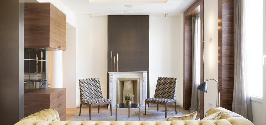 Salon Estilo moderno Color amarillo, marron  diseñado por Galera & Murano | Gremio