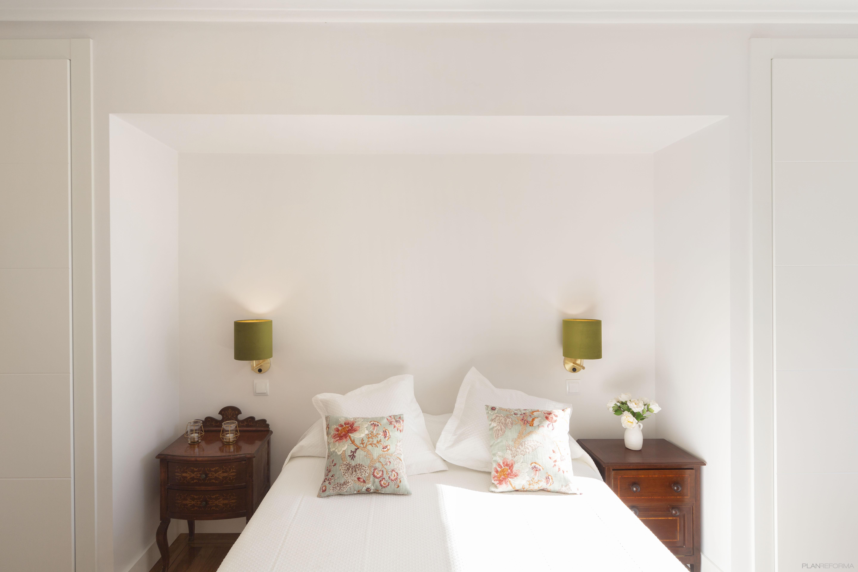 Dormitorio Estilo clasico Color marron, marron, blanco  diseñado por Galera   Gremio   Copyright Galera