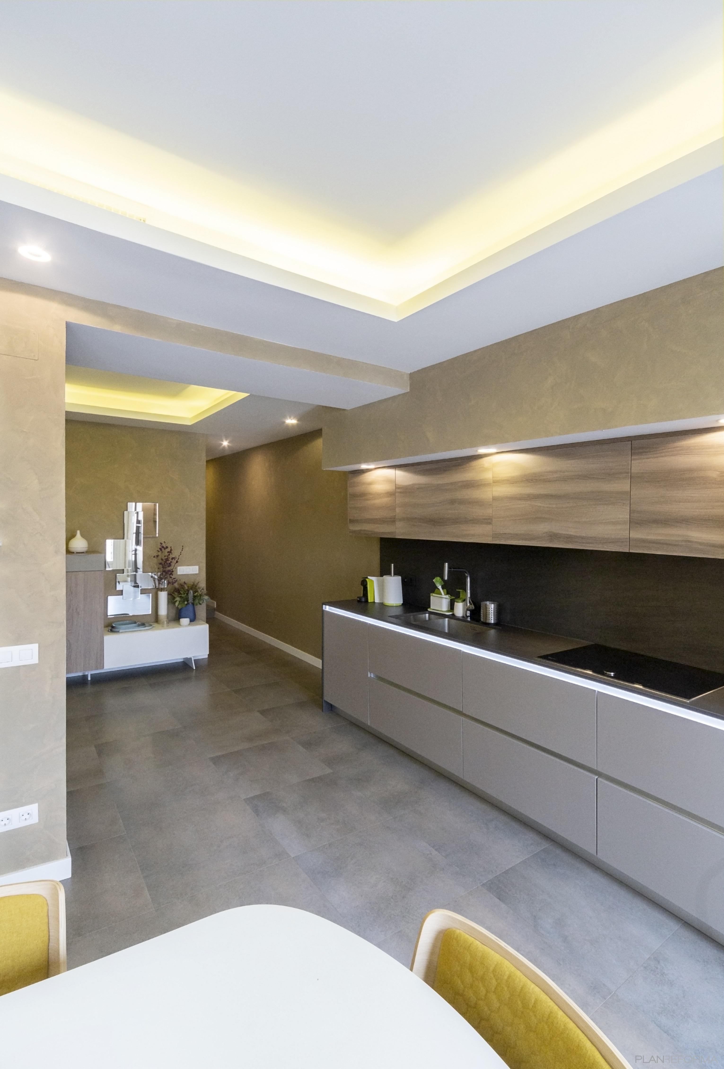 Cocina Estilo moderno Color marron, beige, gris  diseñado por Galera | Gremio | Copyright Galera