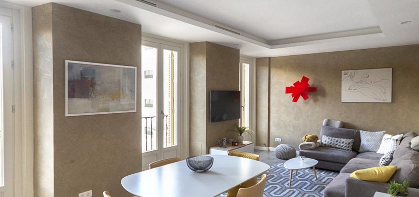 Comedor, Salon Estilo moderno Color marron, marron, gris  diseñado por Galera   Gremio   Copyright Galera