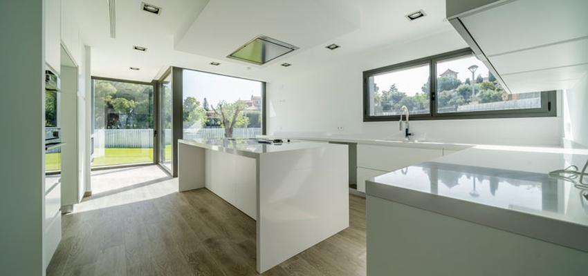 Cocina Estilo moderno Color blanco  diseñado por Guillem Ros Studio | Arquitecto | Copyright Guillem Ros