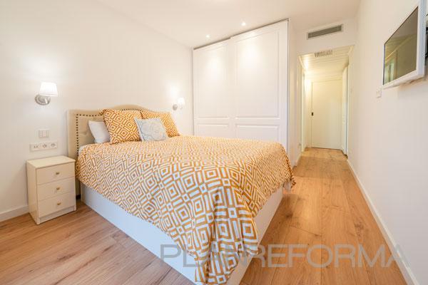 Dormitorio Estilo moderno Color ocre, blanco  diseñado por Guillem Ros Studio | Arquitecto | Copyright Guillem Ros