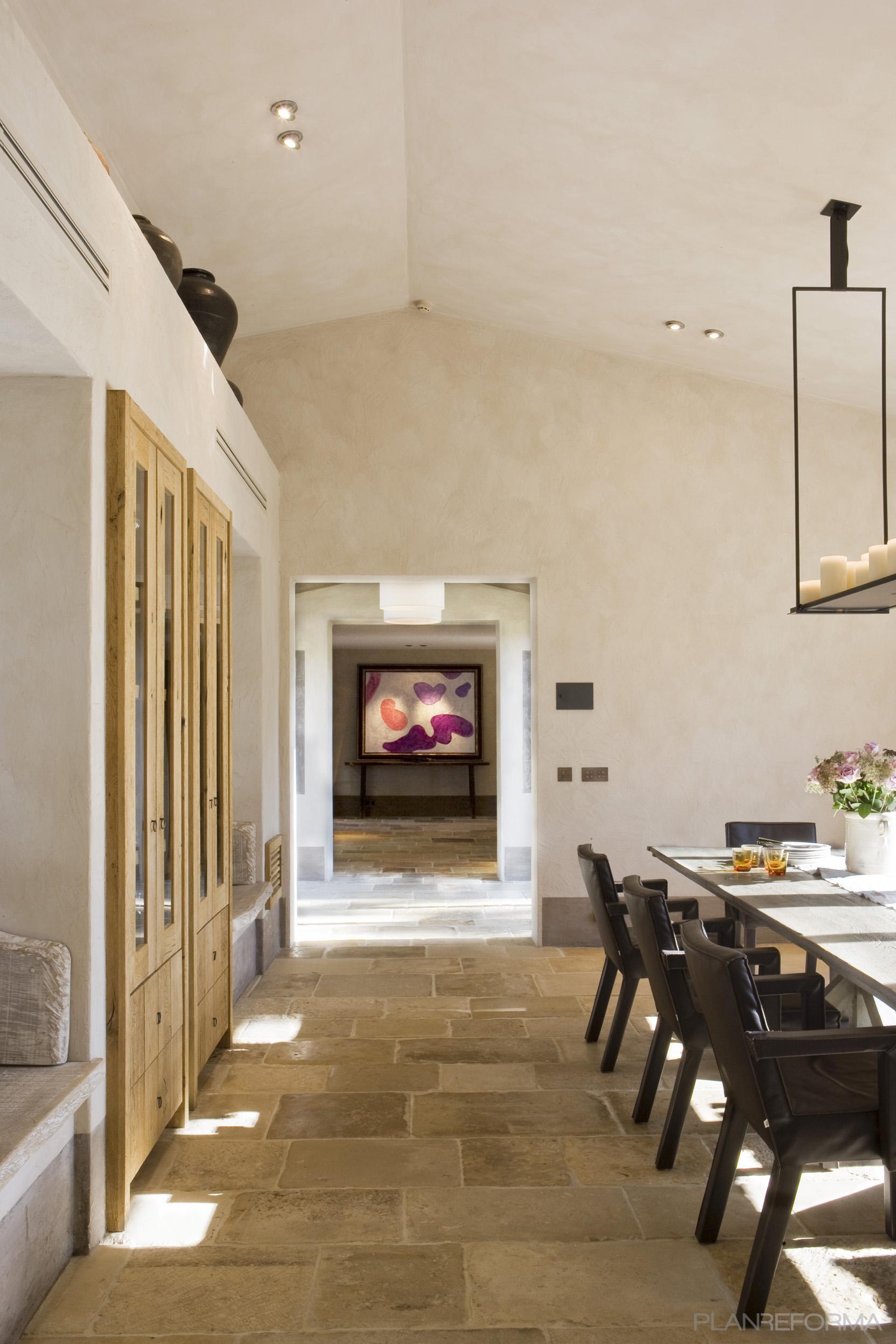 Comedor recibidor style rustico color beige marron negro for Pisos banos rusticos