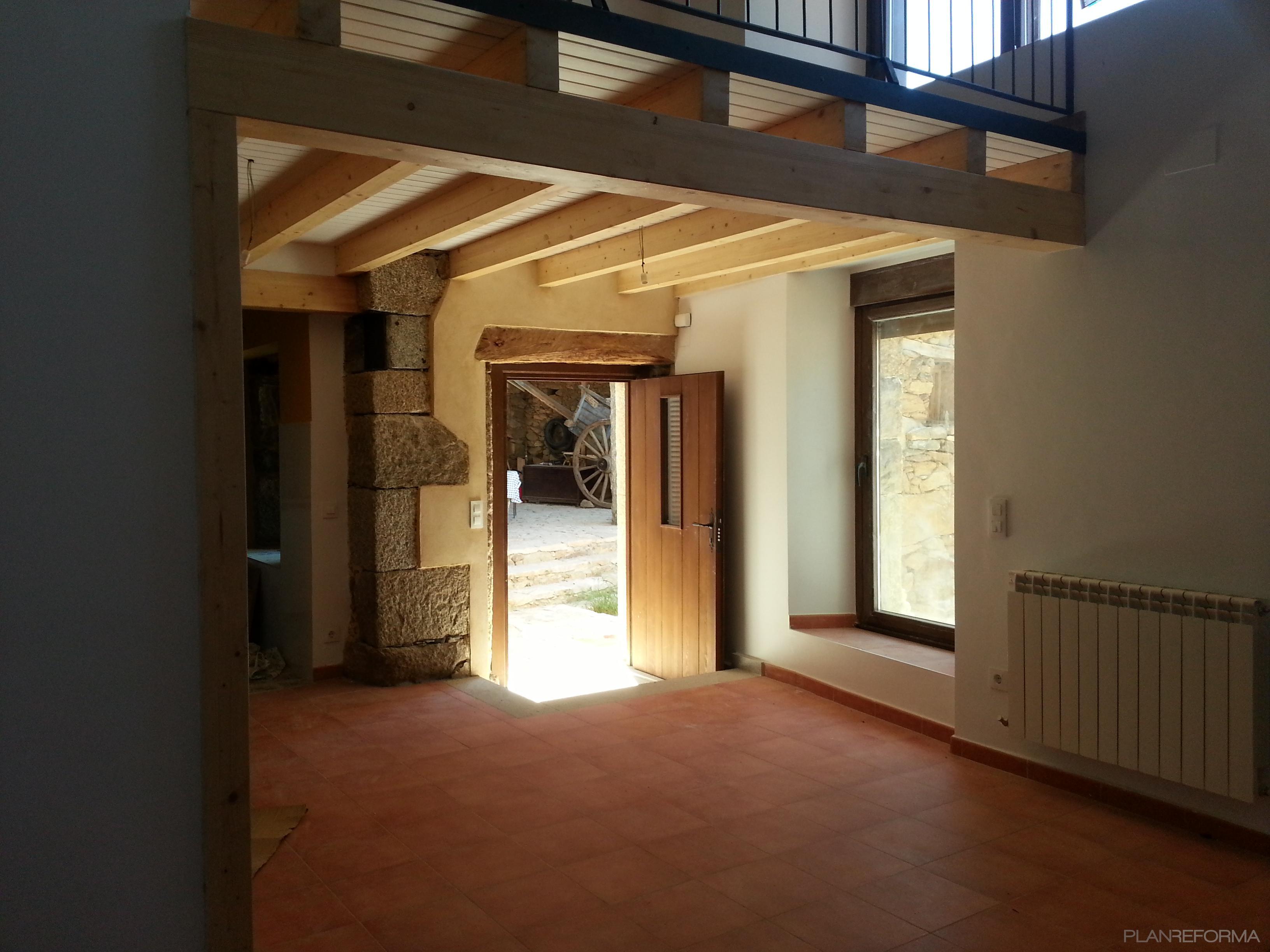 Recibidor exterior estilo rustico color beige marron marron for Arquitectura 5 de mayo plan de estudios
