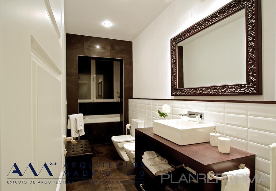 Ba o estilo contemporaneo color marron blanco negro - Listado arquitectos madrid ...