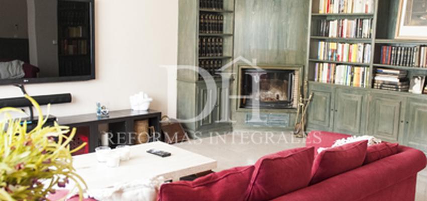 Comedor, Sala de la TV, Salon Estilo vintage Color rojo, blanco, gris  diseñado por DH Reformas   Gremio   Copyright Deshiria Home para su departamento de DH Reformas Integrales