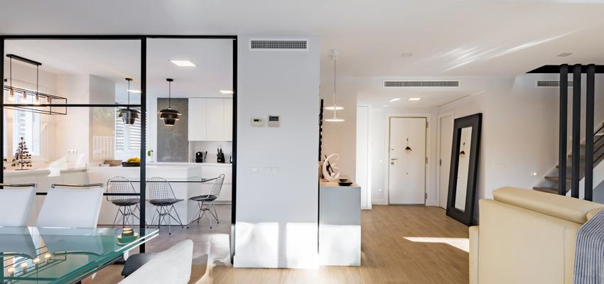 Cocina, Salon Estilo moderno Color marron, blanco, gris  diseñado por Adapta by Nexum | Ingeniero | Copyright Adapta by Nexum