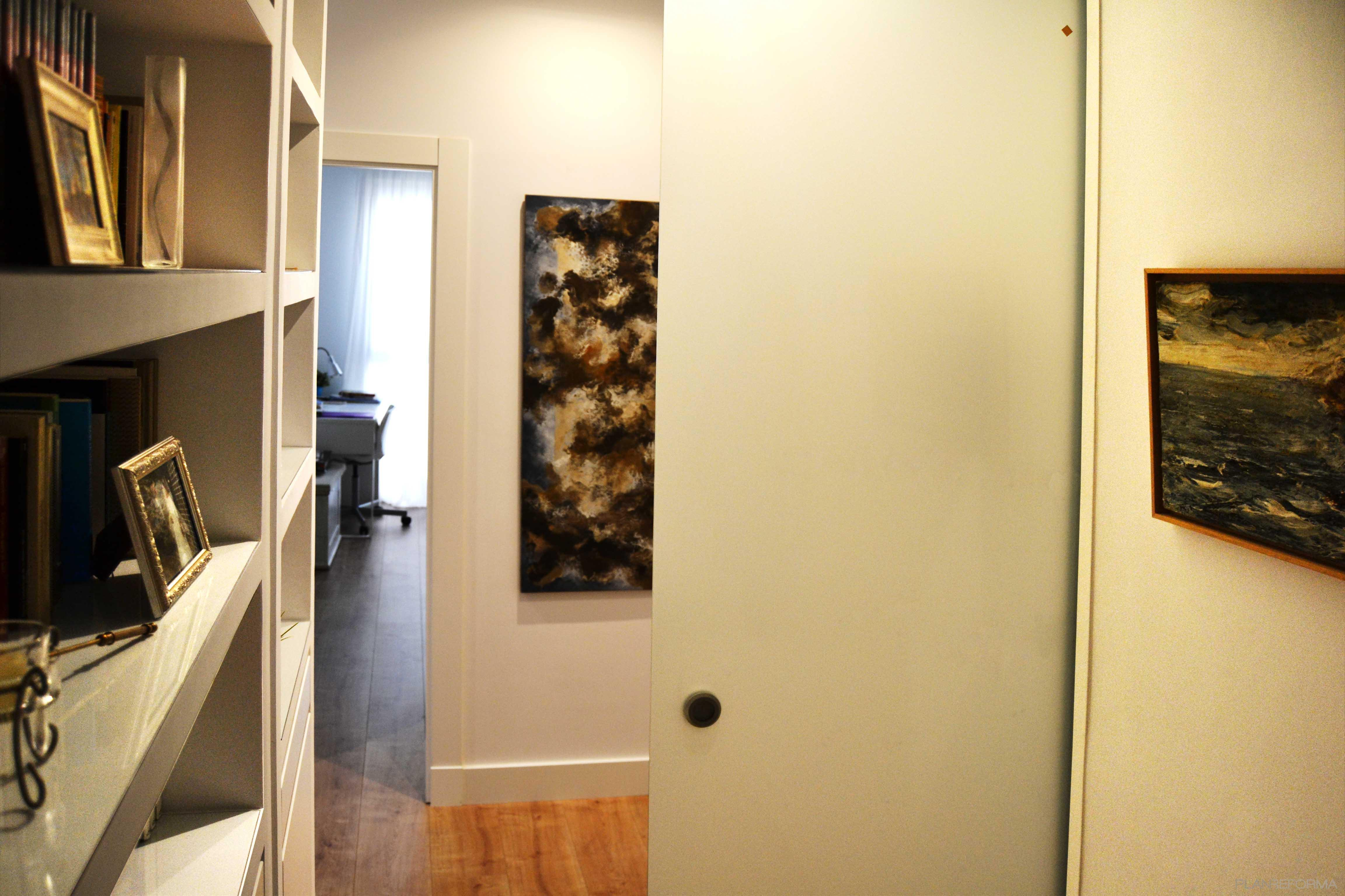 Recibidor pasillo style moderno color marron blanco - Recibidor moderno blanco ...