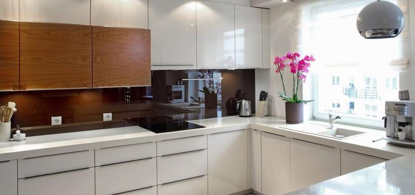 Cocina Estilo moderno Color marron, blanco, plateado  diseñado por HERMES HOUSES | Gremio