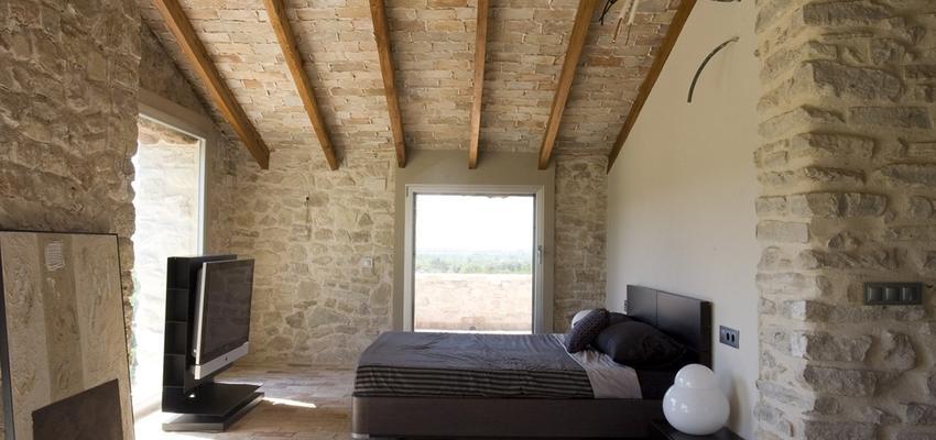 Dormitorio Estilo mediterraneo Color beige, marron, blanco  diseñado por HERMES HOUSES   Gremio