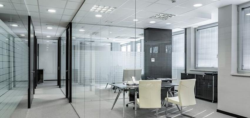 Oficina Estilo moderno Color beige, blanco, gris  diseñado por HERMES HOUSES | Gremio