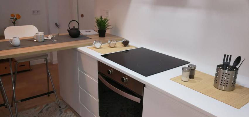 Cocina Estilo contemporaneo Color blanco, gris, bronce  diseñado por HERMES HOUSES | Gremio