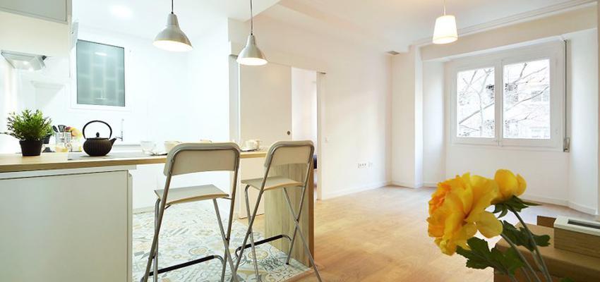 Cocina Estilo mediterraneo Color marron, blanco, dorado  diseñado por HERMES HOUSES | Gremio