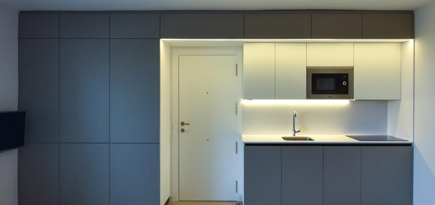 Recibidor, Cocina, Lavadero Estilo moderno Color marron, beige, blanco  diseñado por Goko | Arquitecto