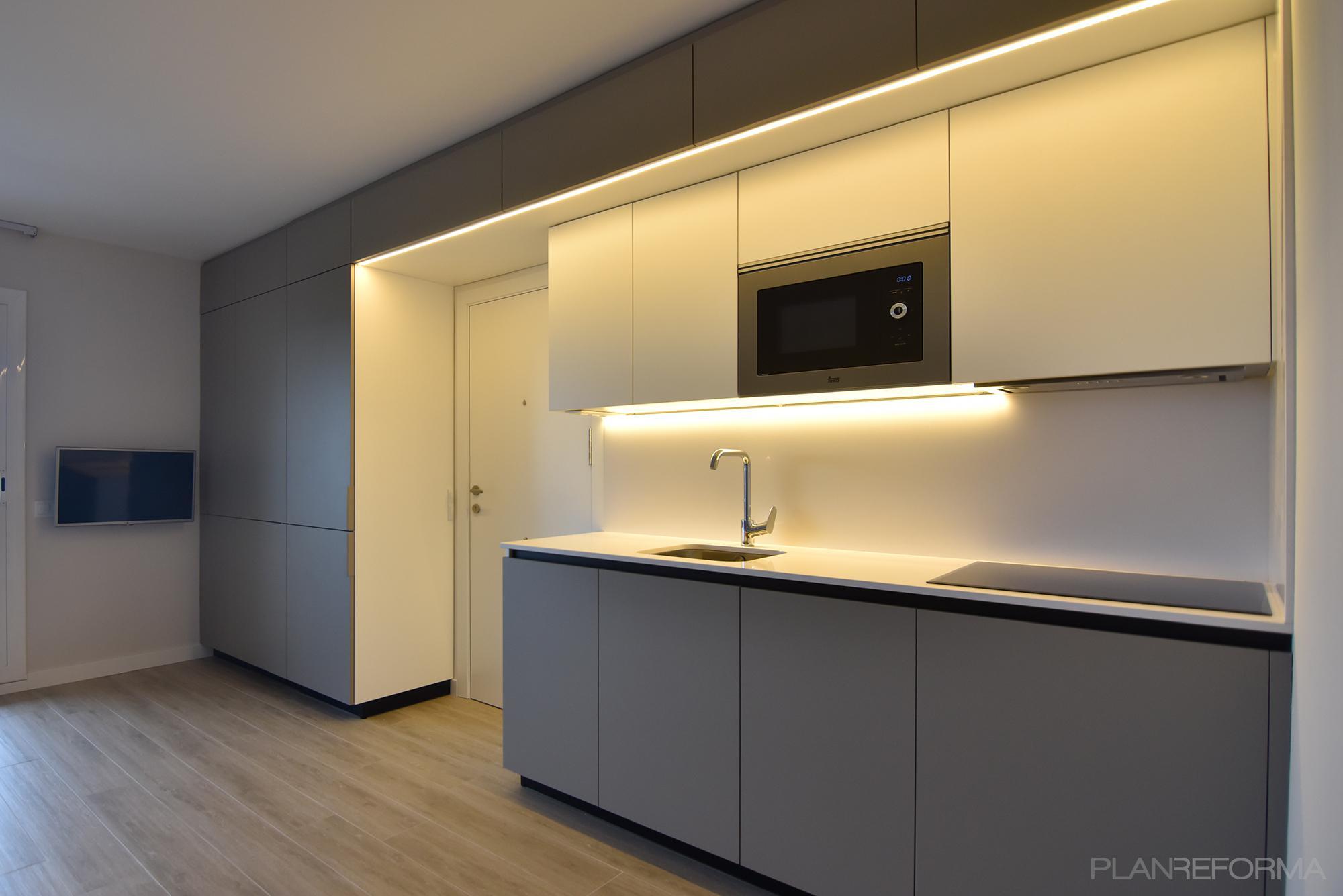 Recibidor cocina lavadero estilo moderno color marron for Cocina estilo moderno