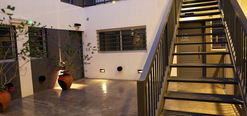 Vestibulo, Exterior Estilo moderno Color blanco, gris, gris  diseñado por Goko   Arquitecto