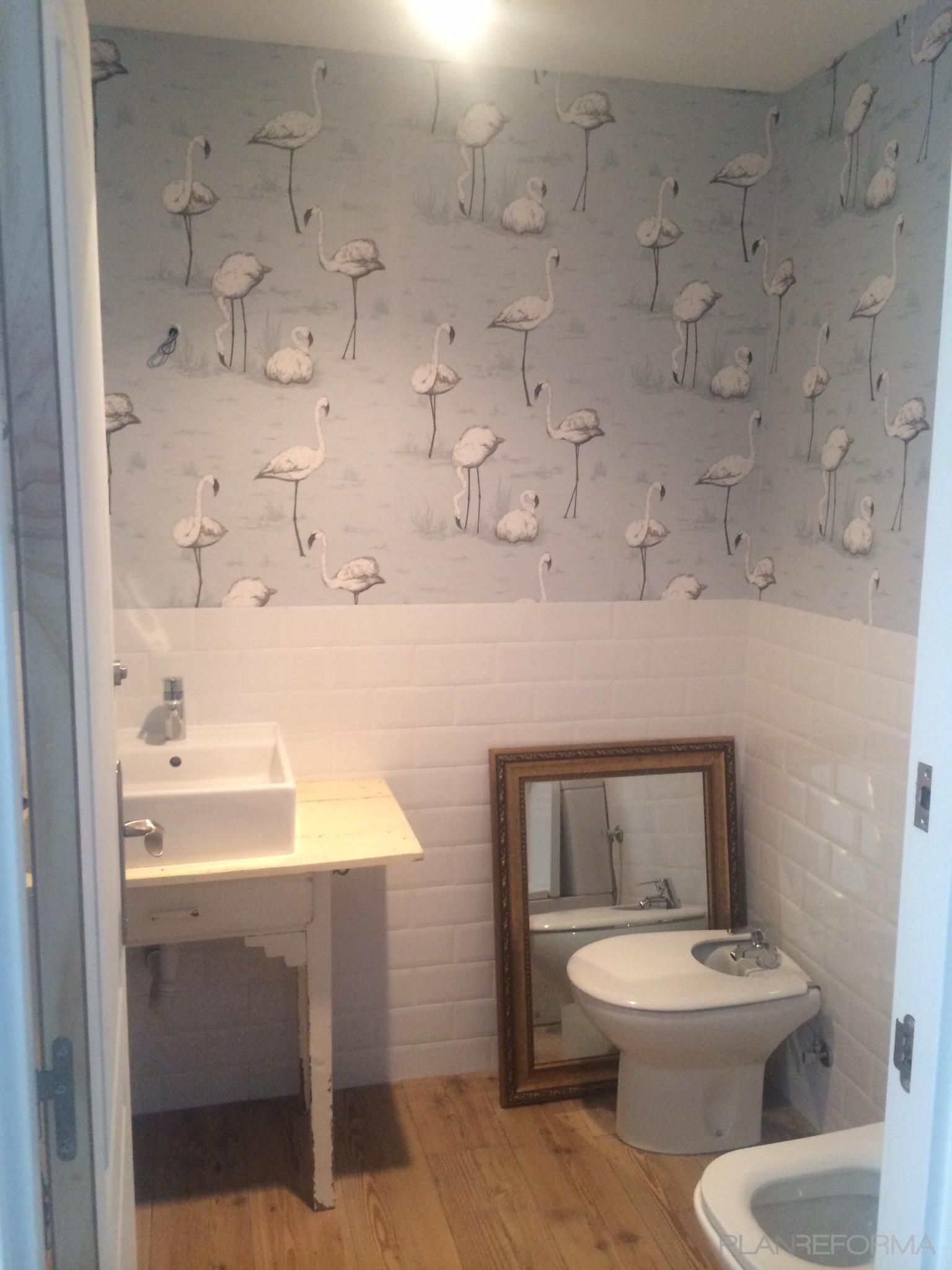 Baño Estilo vintage Color azul cielo, marron, blanco  diseñado por SoloBaños | Gremio | Copyright RL Instaref