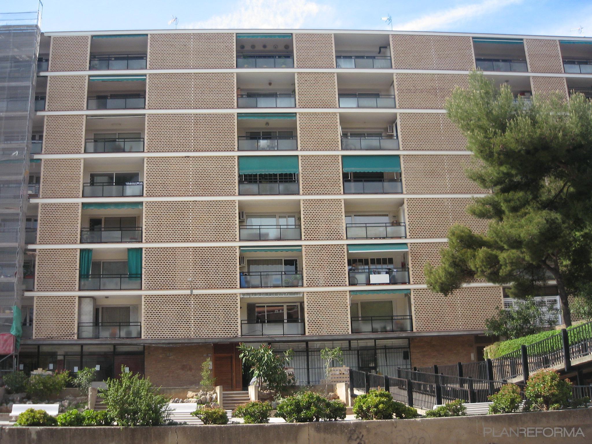 Recibidor balcon escalera exterior jardin style for Decoracion exterior jardin contemporaneo